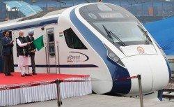 印度總理莫迪上周五才在新德里為「致敬印度」號次高速列車主持首航儀式,沒料該列車在次日即發生故障。