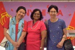 王嬋葉(右)很感謝一直陪伴她度過難關的家人朋友。看著他們無所求的付出與支持,她也決定付出一份愛,讓愛循環。