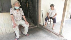 劉月紅(右起) 及王福燊為未來的醫藥及生活費憂愁。