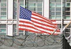 美國充當「世界警察」並沒有使世界變得更和平,反而在許多國家造成持續動亂。圖為美國駐莫斯科大使館。