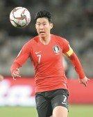 孫興愍舟車勞頓趕回國家隊,就進入首發陣容對中國製造兩個進球,其敬業精神和實力讓人沒話說。