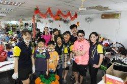 馬來西亞生命線協會旗下愛心特工組,週一邀公眾一同到同心樂齡關懷中心進行大掃除,並且簡單裝飾一番,當天聚集了逾30人。 (攝影:徐慧美)