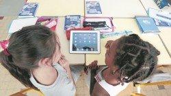 家長在讓沒判斷能力的小孩接觸互聯網上的內容前,應給予正確的教育及引導。