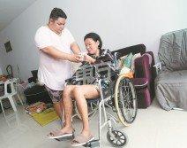 即使沒有夫妻之名,鄭億來(左)還是把馬麗敏視為自己一生的責任。