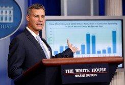 美國時任經濟顧問委員會主席克魯格,曾為克林頓政府和奧巴馬政府服務。這是他在2012年11月26日,在白宮的新聞發布會發言。