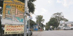 位于丹絨拉務路的峇株巴轄龍工業城有超過250個單位廠商入駐,近3個月來治安不靖,發生多起保險箱爆竊案,至今已有8家廠商受害,