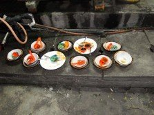 小販不可在地上洗盤碗,否則將接罰單。