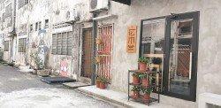 李國榮在不起眼的後巷開設店面,并花費心思將後巷打造成適合拍照打卡的特色景點。