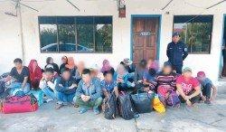 水警偵破兩起偷渡案,逮捕22名偷渡客和2名舵公。