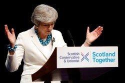 英國執政黨保守黨,在英格蘭和北愛爾蘭的地方選舉中,遭遇25年來最大滑鐵盧,首相特麗莎梅顯得無奈。當地時間周五,特麗莎梅前往沒有舉行選舉的蘇格蘭,在阿伯丁一個保守黨大會上發表演說。
