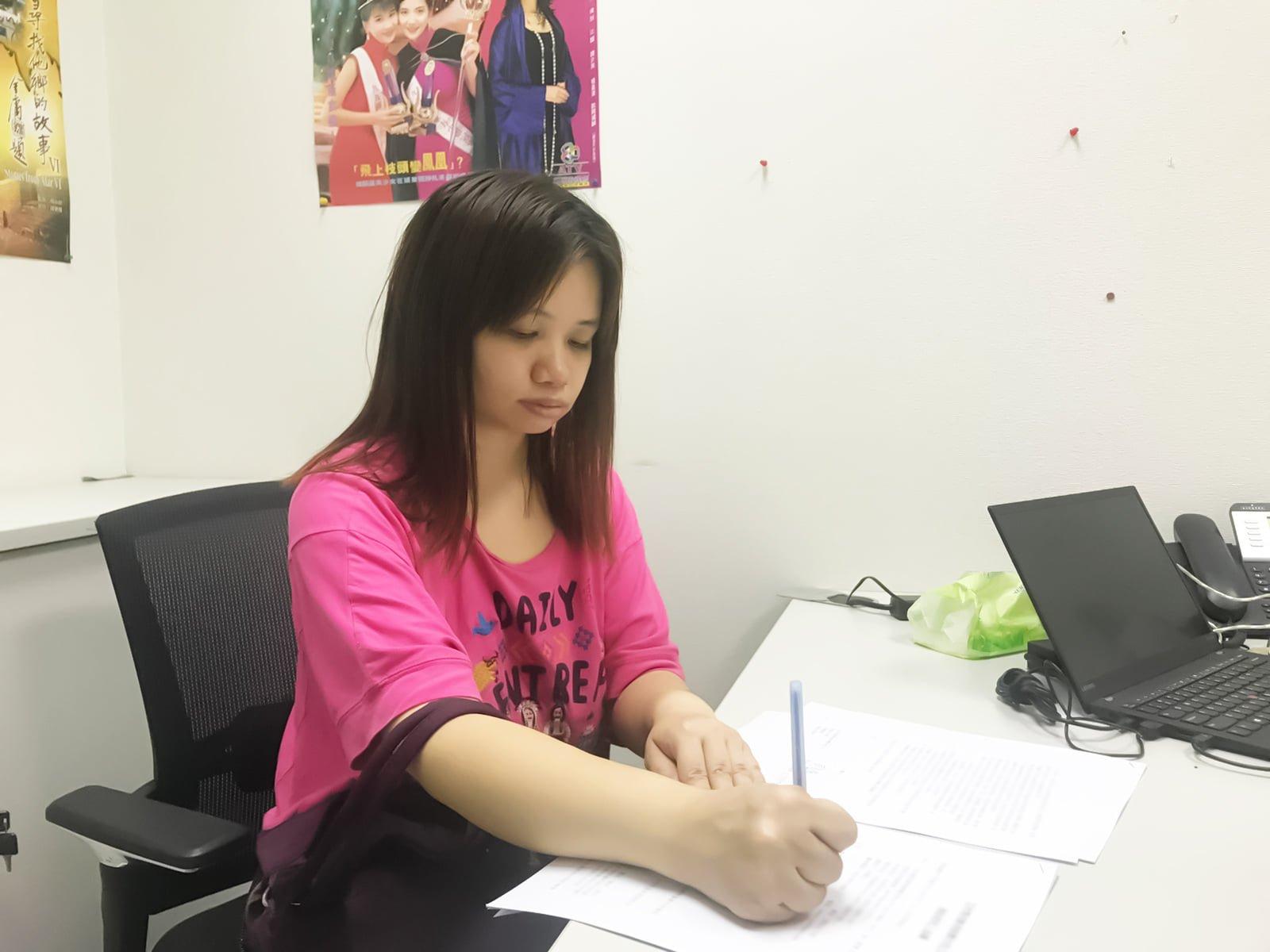 薛影仪日前已经和亚视签约。