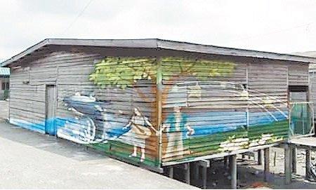 电影公司在五条港留下的壁画,吸引游客慕名而来。