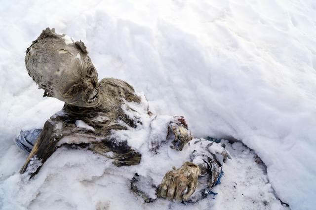 遭雪埋55年 墨国最高峰发现乾尸