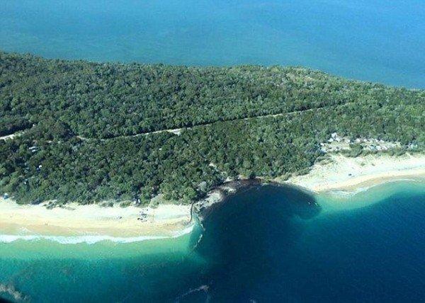 澳沙灘突現百尺巨坑車輛被吞噬200人驚逃