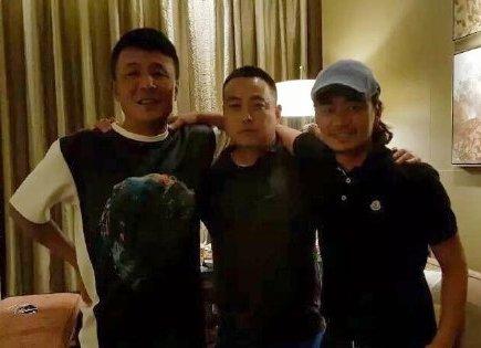 王宝强(右)宣布离婚后,最近首次现身朋友聚会。