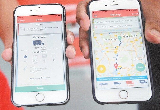 通过手机应用程式, 即可轻松预订所需的运输交通工具。 (摄影:梁振江)