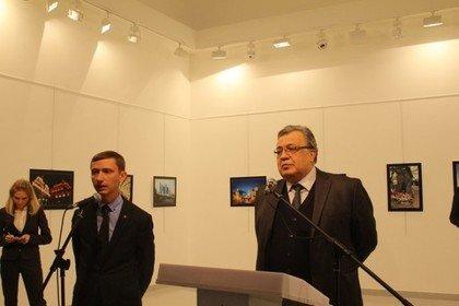 俄罗斯驻土耳其大使卡洛夫当时在台上致词。(照片取自美联社)