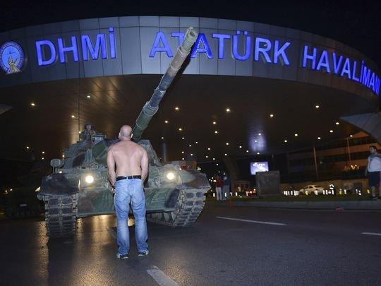 【土耳其政变】民众用肉身挡坦克 至少60人死