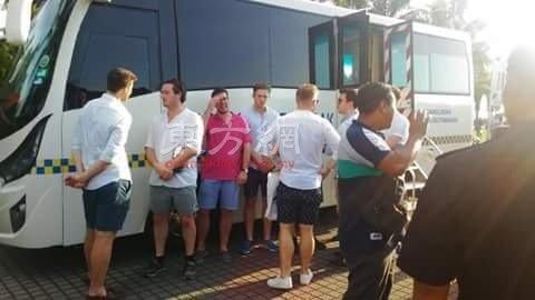 外国人穿国旗內裤遭警方逮捕。