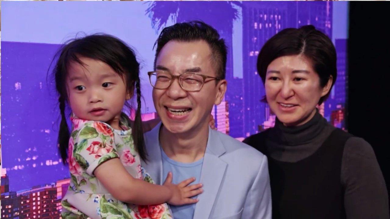 谭芷昀获爸爸谭顺生极力栽培,旁为妈妈。