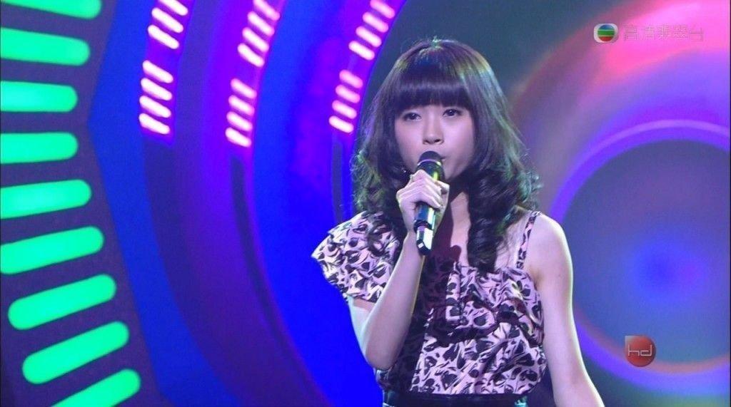 赵展彤12岁参加《超级巨声》唱得兴起不慎反白眼,而引起话题。