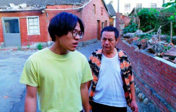 卢广仲最近在主演的热门剧《花甲男孩转大人》中连受2女青睞。