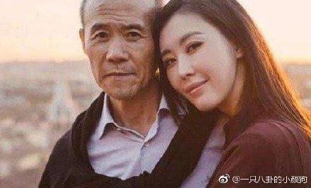 王石(左)爆与小30岁的田朴珺结婚。
