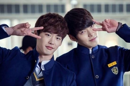 李钟硕和金宇彬是曾合作韩剧《学校2013》