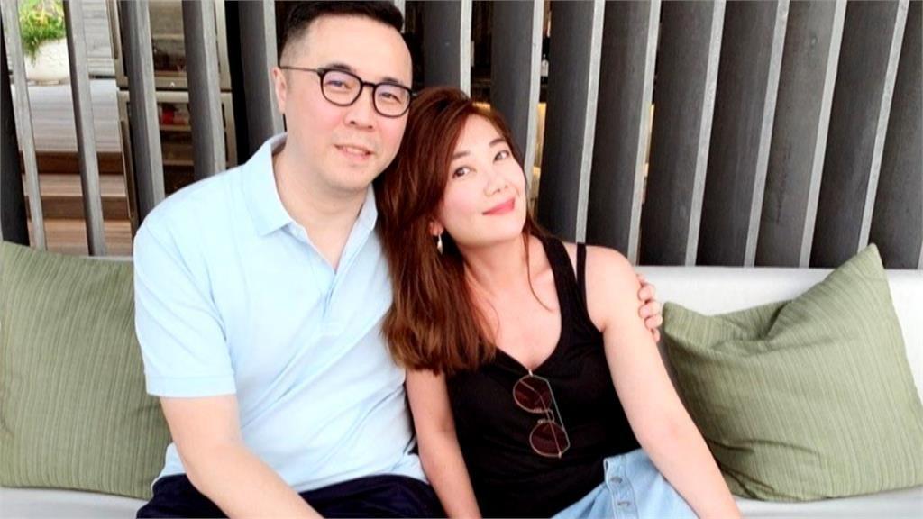 梁静茹与老公赵元同闹婚变。