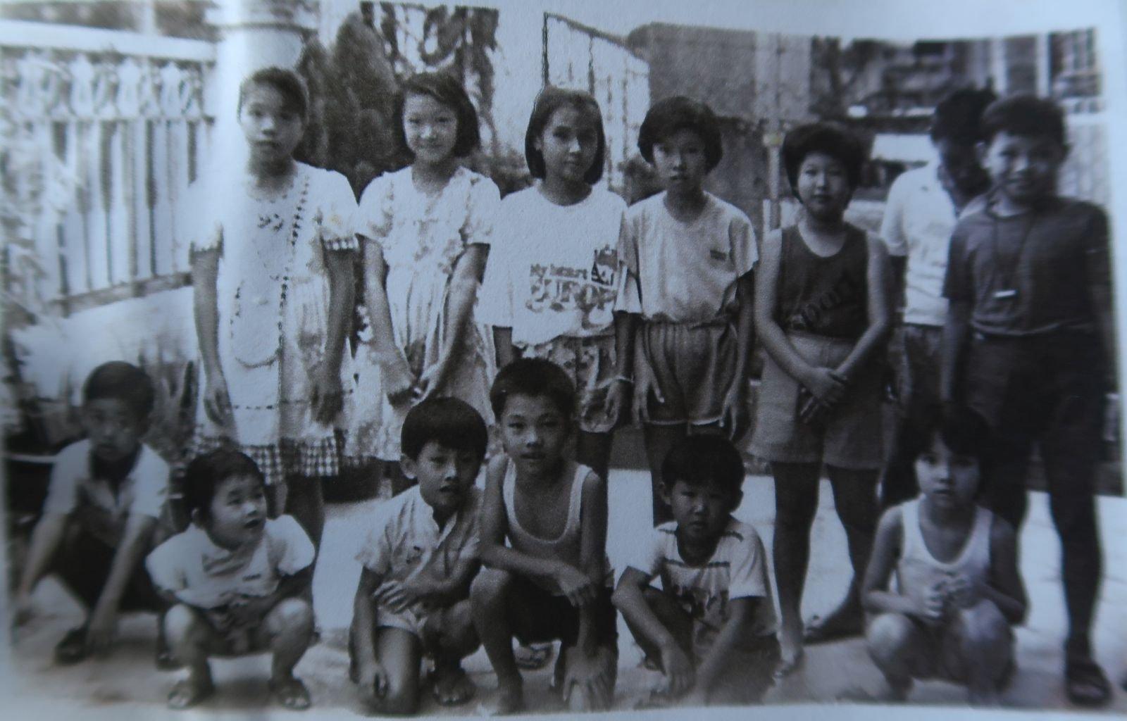 在1987年6月23日,红坭山居民聘请医生为60名小孩进行血液测试,发现有者的血液含铅量过高,怀疑与亚洲稀土厂所排放的废料有关。