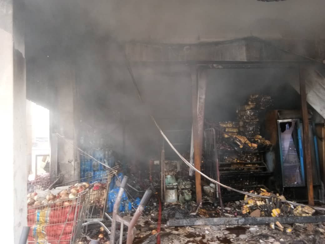 汝来3批发商周六上午发生严重火灾,酿成一名华裔女子遭灼伤。