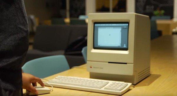 父亲带回家的电脑激发了菲格斯对科技的兴趣。(图取自YouTube/Figgers Wireless)