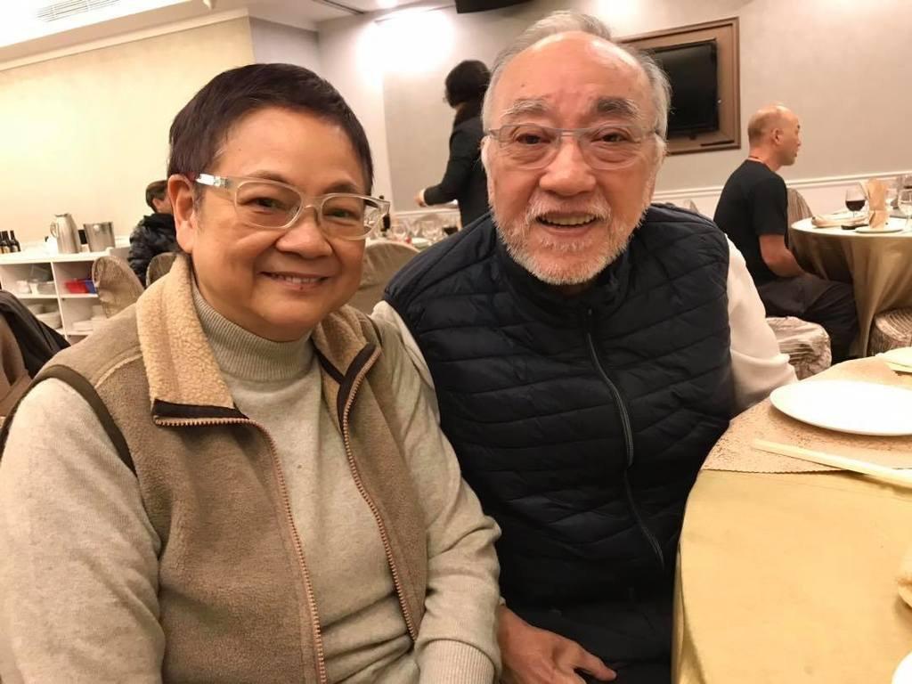 汪曼玲(左)