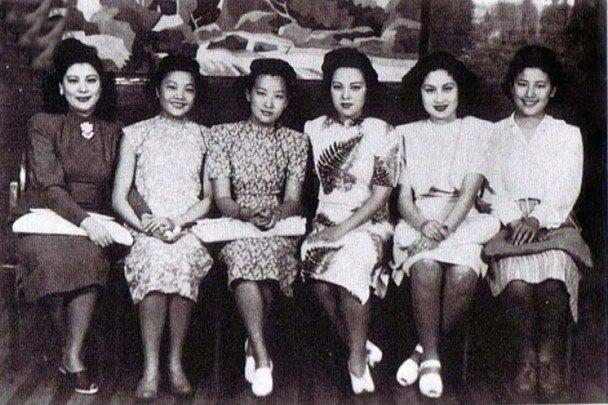 """左起:白虹、姚莉、周璇、李香兰、白光、祁正音被称为上海滩""""七大歌后""""。"""