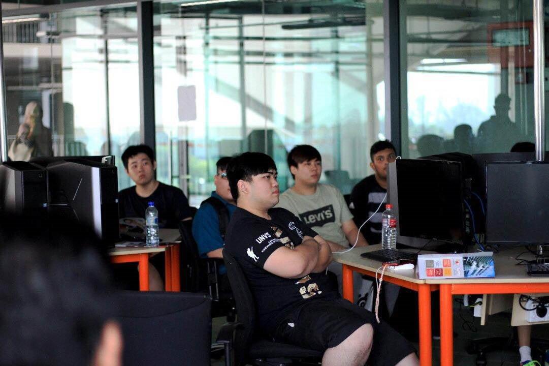 课堂上,学生不止可以得到游戏技术的培训,校方也会提供一系列的工作坊、行业专业人士的讲座、著名电竞玩家的分享会等。