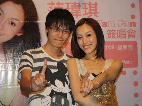 高耀祖和偶像的合照, 当时的他才20岁。