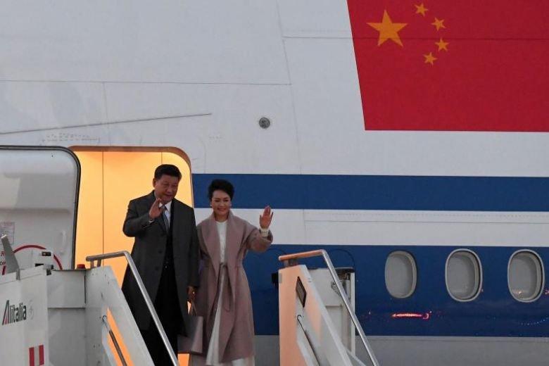 中国国家主席习近平与夫人彭丽媛,当地时间周四乘专机抵达罗马,开始对意大利进行国是访问。