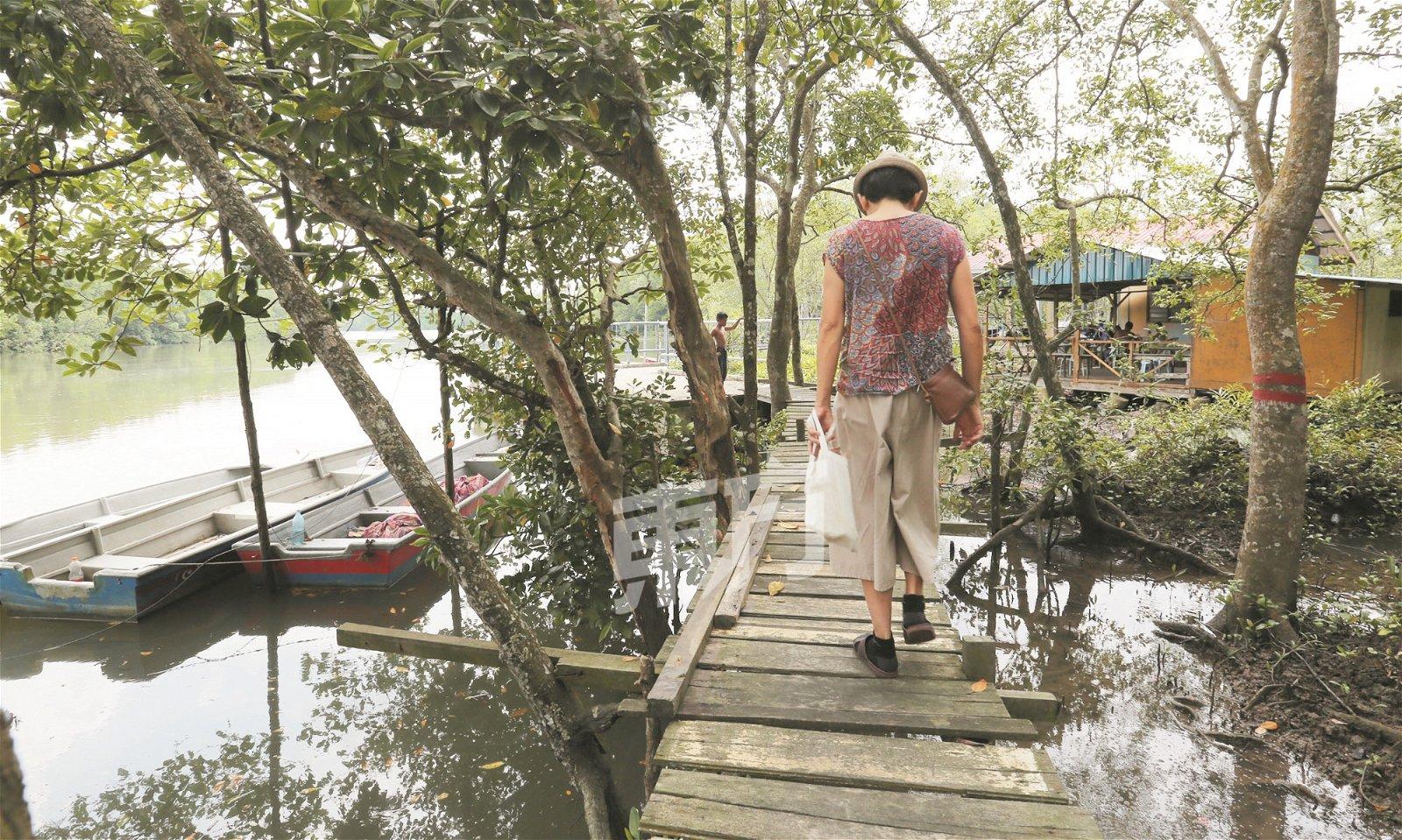 小小的甘榜莪南峇株码头,是当地居民的休闲中心。