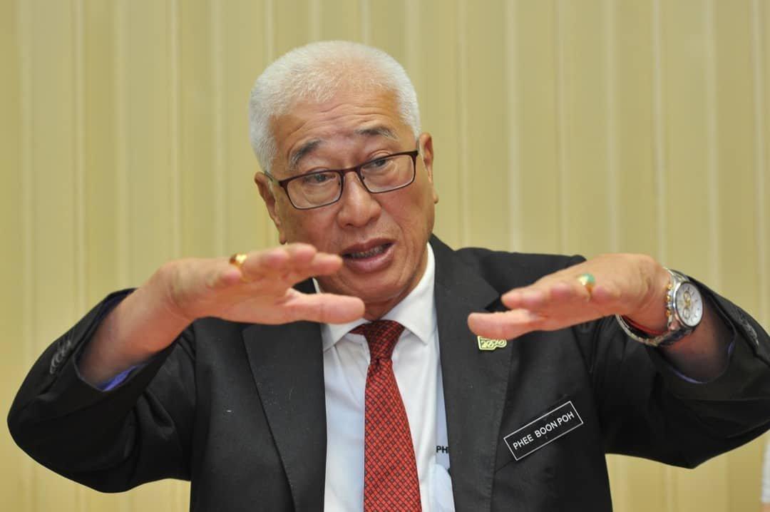 槟州行政议员彭文宝叮咛民众准备足够粮食。
