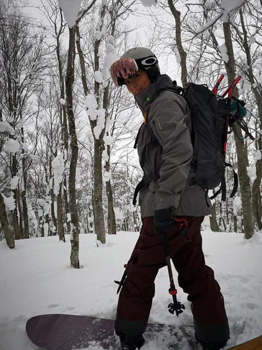 滕丽名为了爬老公爬过的山,与朋友登上普恩山,虽 然不是一起去,却很开心看过老公看过的风景。