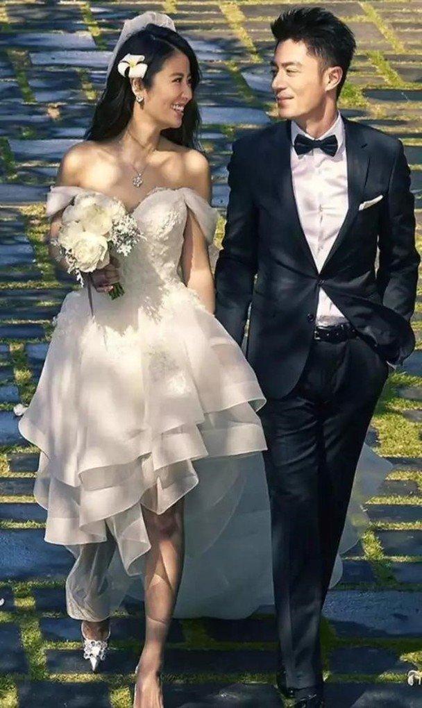 霍建华为了追求林心如,表示爱了她十年。