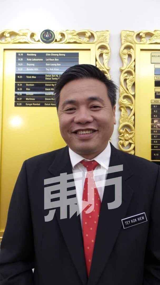 郑国球指行动党支持马哈迪领导,也支持安华接棒成为第8任首相。
