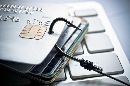 为了诱骗他人提供用户名称和密码,网络钓鱼的诈骗者经常附上伪造网站的连结,此网站与合法网站的登入页面几乎相同。
