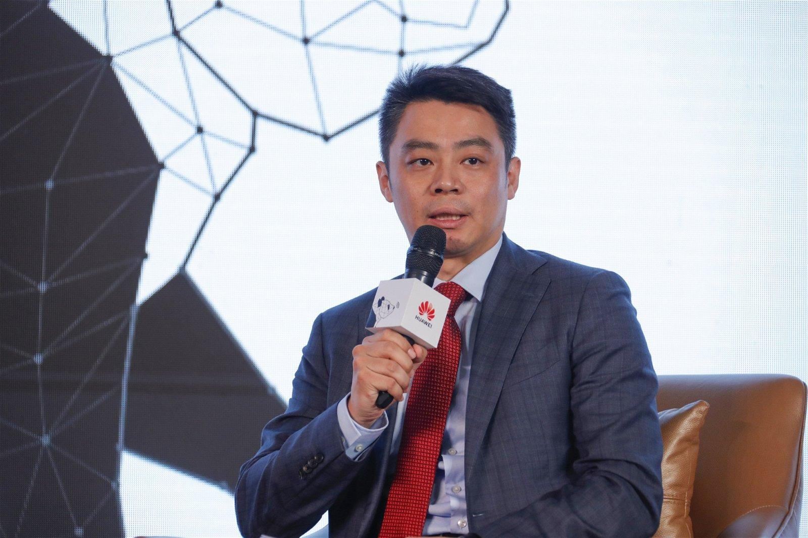 据华为无线网络首席运营官彭红华简介,5G不只给消费者带来了极致体验,5G更驱动行业数字化,催生更多行业应用,提升行业效率。