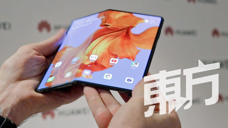 根据市场预测,今年将会有超过24款5G智能手机就绪,目前已亮相的包括OPPO RENO 10倍变焦、三星Galaxy S10 5G、华为Mate20 X 5G等等。图为华为最新的Mate X折叠手机,支援5G技术。