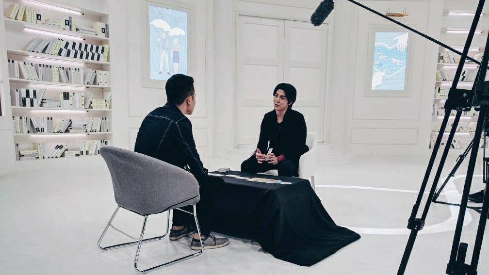 2018年,叶炜伦受邀参与约会真人秀《爱的交响曲》节目录制,利用塔罗牌协助参与节目的男女了解彼此的个性。