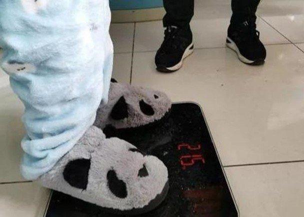 吴花燕因营养不良,体重不达标。