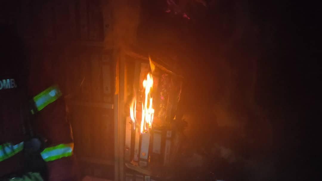 峇东埔巫统大厦失火 底层30%被烧毁