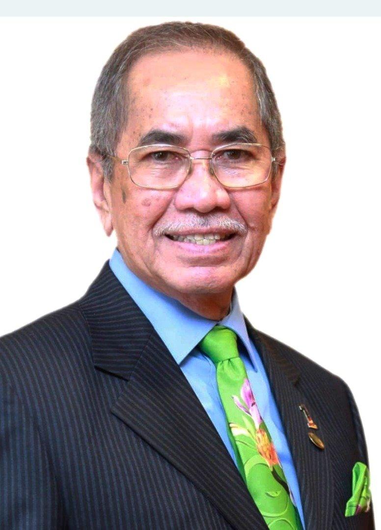 首相署(国会及法律事务) 部长拿督斯里旺朱乃迪