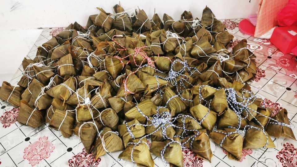 受疫情及全面封锁行管令影响,今年的粽子销量慢热,随著端午节的脚步越来越近,受访业者透露,网卖粽子的订单暴增。 受访者提供